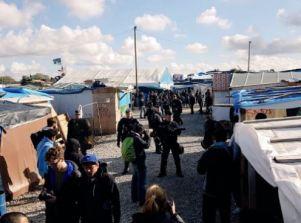 Les débuts de l'évacuation de la « jungle » de Calais (Crédit : Twitter @AKerifa).