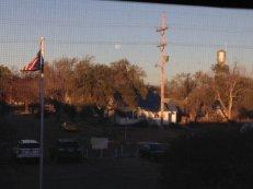 Dans cette ville de Quinter au Kansas, on pouvait voir au petit matin la Super Lune. (Crédit : @Biglee_31)