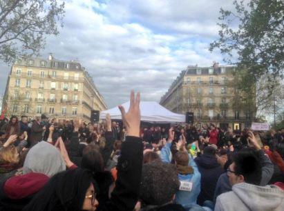Le 31 mars naissait Nuit Debout. Apparu à la suite d'une manifestation contre la loi travail, le mouvement aura rythmé plusieurs villes de France. A Paris, Nuit Debout se réunissait et se réunit encore sur la Place de la République. (Crédit : Twitter @AaGhita)
