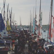 Le 6 novembre, le départ de la huitième édition du Vendée Globe a eu lieu. Quelques jours avant, les passionnés de voile ont pu admirer les bateaux sur les pontons. (Crédit: Twitter @zabdeficiel)