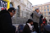 """L'association Roya citoyenne a décidé d'organisé la mobilisation en soutien à ce """"passeur-citoyen"""". (crédit Maxime Bonnet)"""