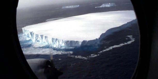 iceberg-geant-ocean-antarctique-banquise-glacier-fonte-des-glaces-rechauffement-climatique-chili-terre-de-feu-cap-horn-pole-sud