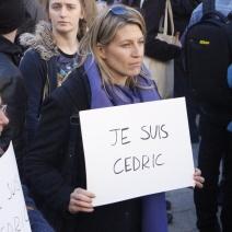 Dans la foule, de nombreuses pancartes témoigne de la solidarité avec l'agriculteur de la vallée de la Roya. (crédit Maxime Bonnet)