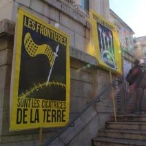 Des artistes ont participé à la création des banderoles de soutiens. (crédit Maxime Bonnet)