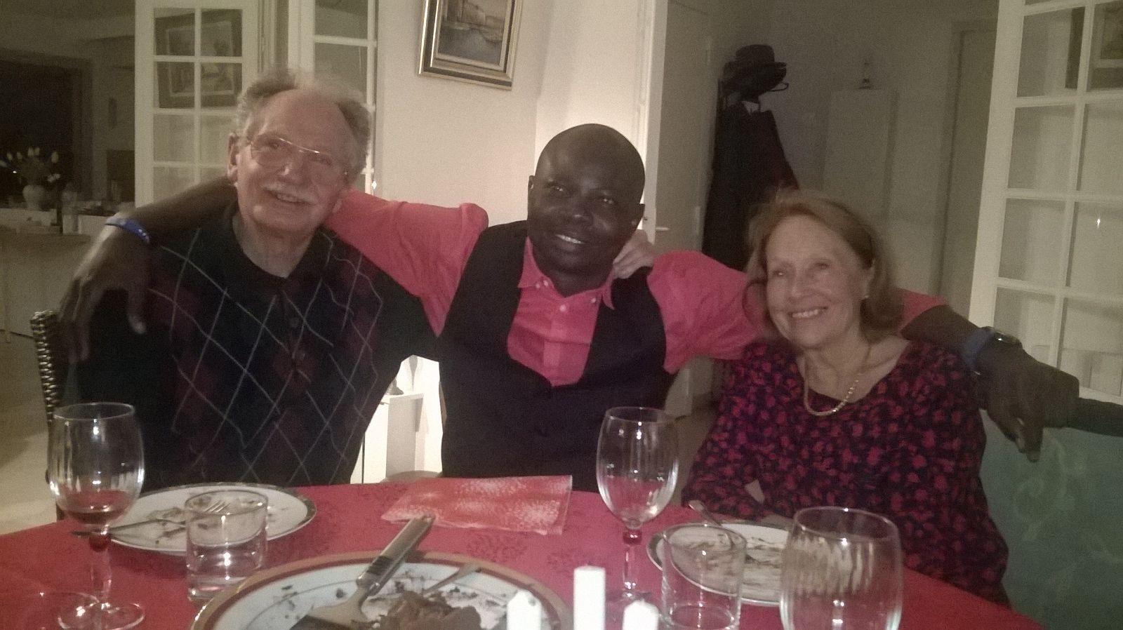 photo-1-rodrigue-a-fete-ses-32-ans-le-23-novembre-2016-avec-sa-famille-daccueil%2c-michel-et-marie-jose-lafouasse-credit-dr