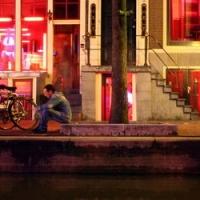 Prostitution aux Pays-Bas : derrière les rideaux des quartiers rouges